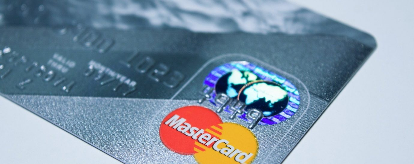 Mastercard has announced that it will stop issuing cards with a magnetic stripe.